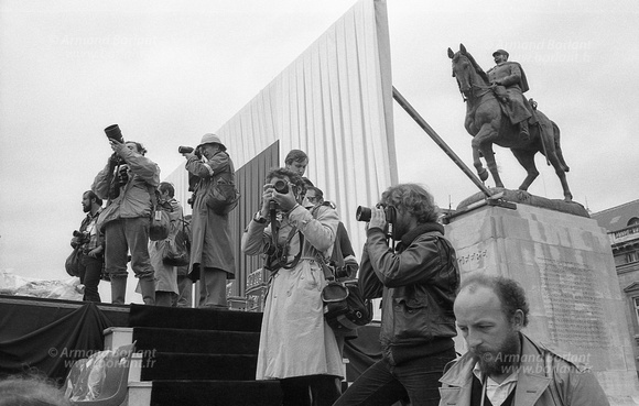 Les photographes attendent Jean Paul II